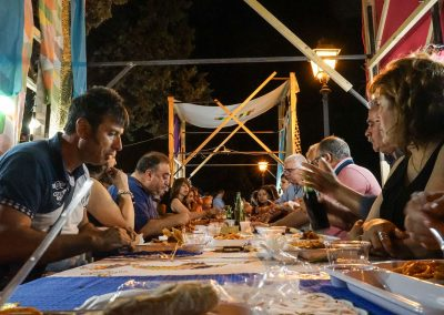 Cena comunitaria durante Crossings
