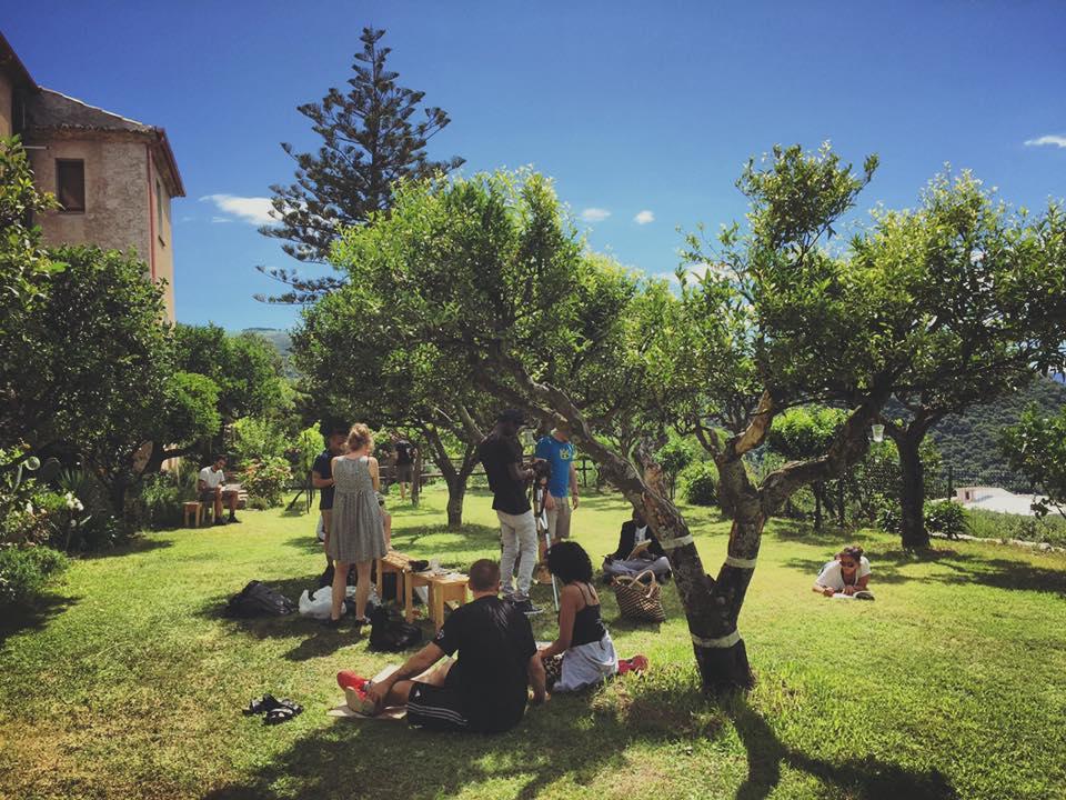 Lavoro del gruppo in giardino