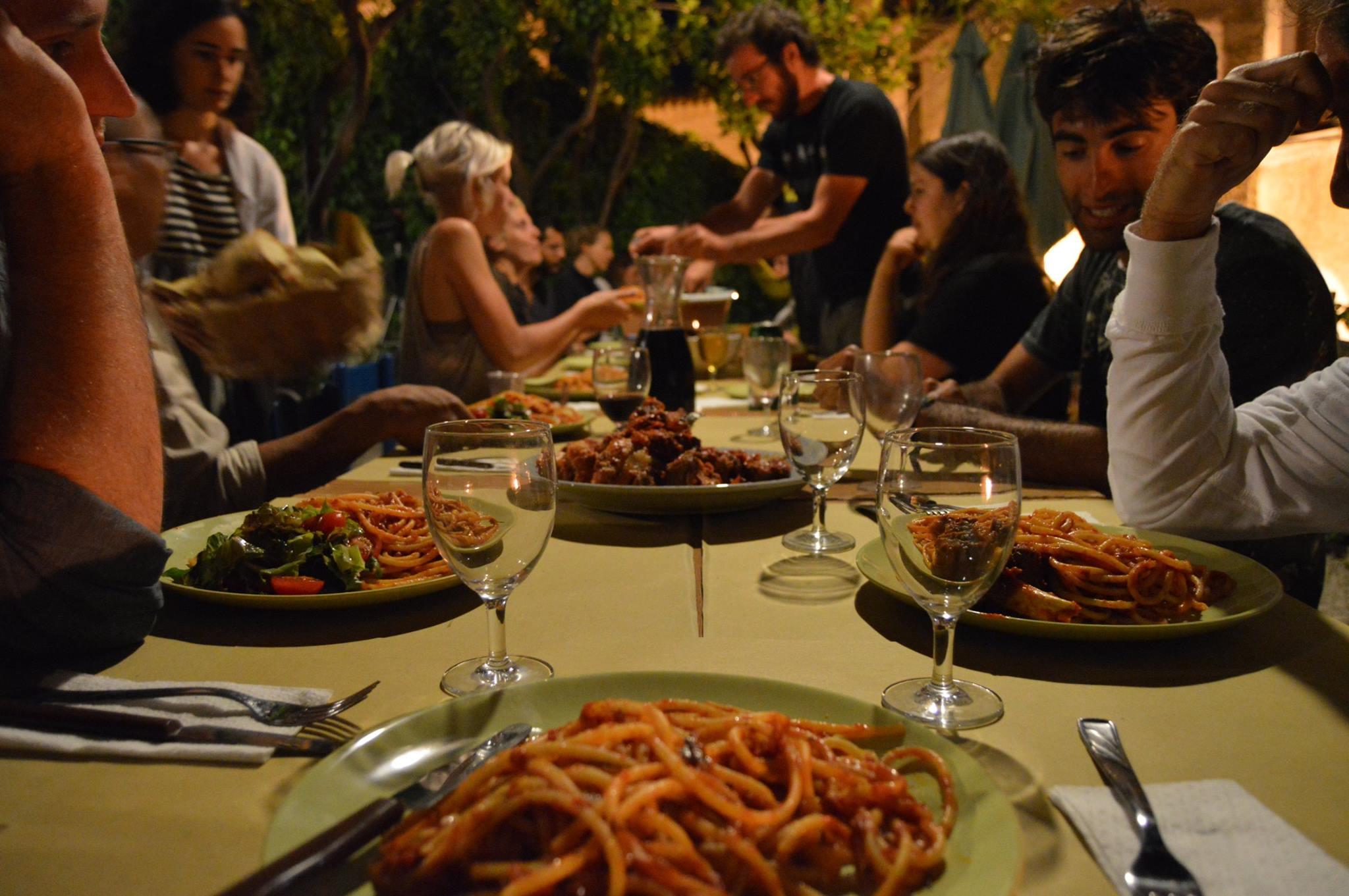 Cena in centro a Belmonte con musica locale