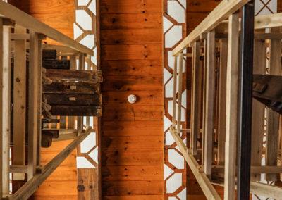 Vista del soffitto dello spazio archivio nella libreria
