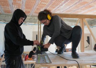 Studenti e professionisti al lavoro sulle strutture
