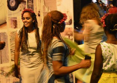 Capi realizzati indossati da modelle durante la sfilata
