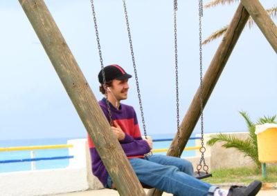 Luca sull'altalena, alla marina