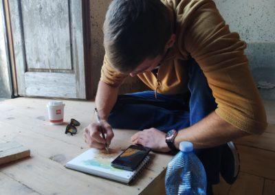 Harry disegna uno scorcio di Belmonte